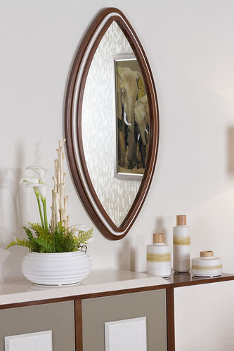 "Green Apple Oval Mirror ""Harpia"""