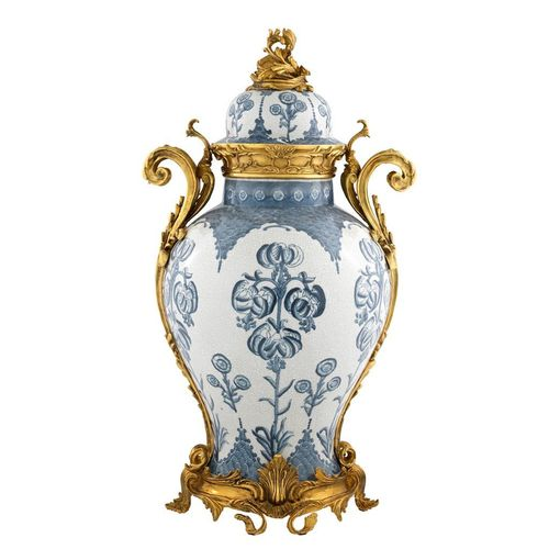 EICHHOLTZ Vase Armand * Blue & white ceramic | antique gold finish